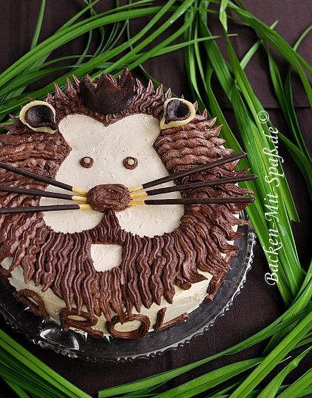 lion cake, so cute!!  ...and probably sweet^^