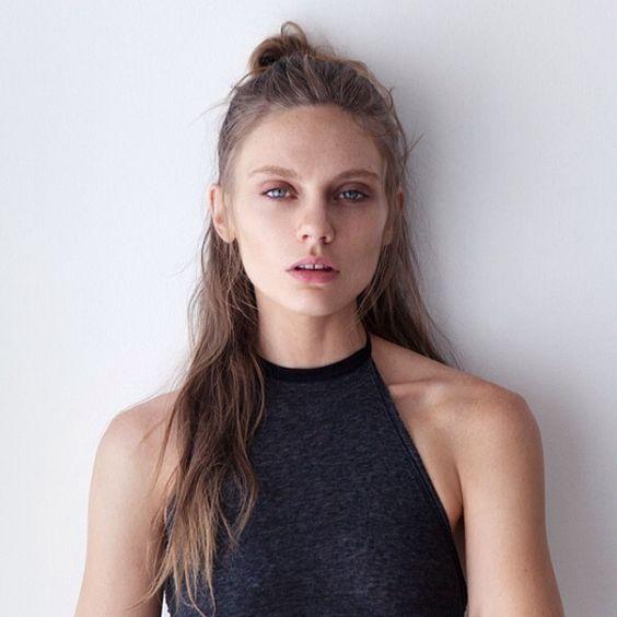スタイリッシュなモードヘアスタイル | ライフスタイル【頭美人】 ハーフアップ. 『スタイリッシュなモードヘアスタイル』