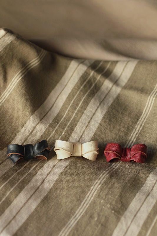 Leather Mini Ribbon Brooch - IRRE