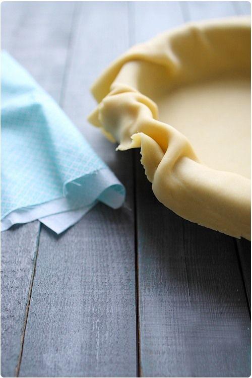 La pâte brisée n'est pas aussi simple qu'on peut le penser car mal préparée, elle peut devenir cassante et dure. Cependant la mise en pratique est simple