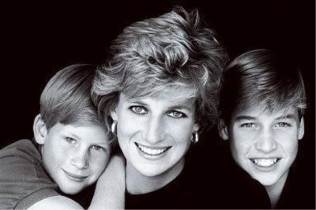 Perbualan terakhir bersama Puteri Diana menghantui William dan Harry   Mengimbau perbualan telefon terakhir bersama Puteri Diana menyebabkan dua putera kesayangannya begitu hiba kerana ia sering menghantui mereka.    Perbualan terakhir bersama Puteri Diana menghantui William dan Harry      Kalaulah kami tahu ia adalah perbualan terakhir dengannya.  Tetapi ketika itu saya dan Harry terburu-buru mengucapkan selamat tinggal.  Namun panggilan itu kekal dalam ingatan sehingga kini kata putera…
