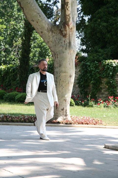 İspanya Darwinist-materyalist eğitime son vermesi gerekir. Allah'ın varlığını, birliğini, şefkati, merhameti anlatması gerekir. İşte o zaman Endülüs dönemi gibi olur. Barışın, sanatın, güzelliğin, estetiğin en muhteşem görünümü o zaman oluşur, inşaAllah.   (A9 TV; 26 Kasım 2012)