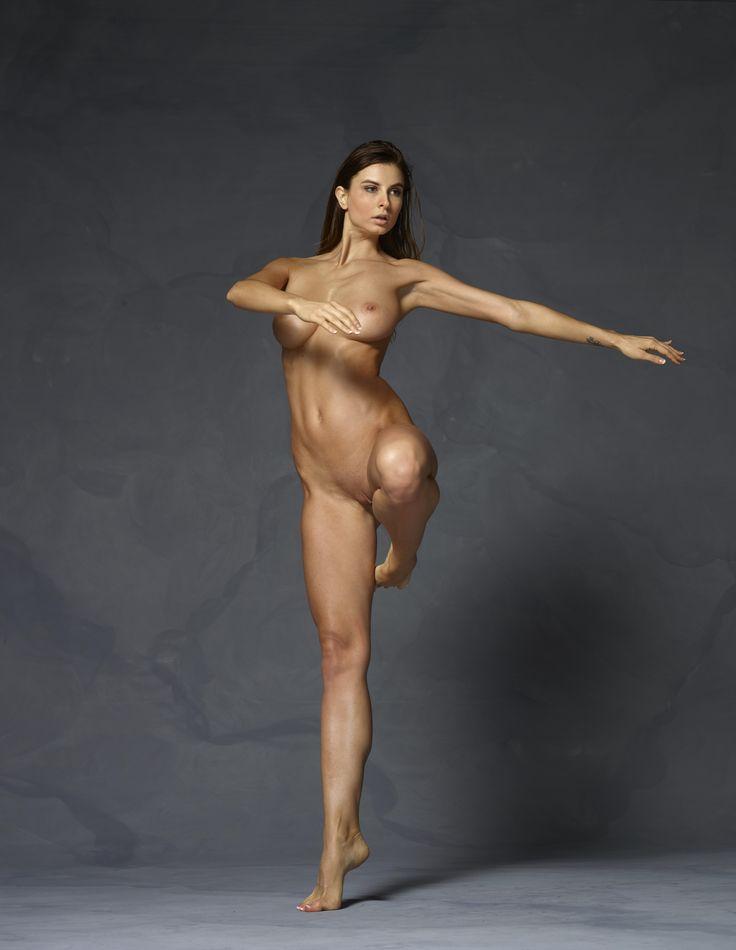 Free Female Anatomy Artist Reference