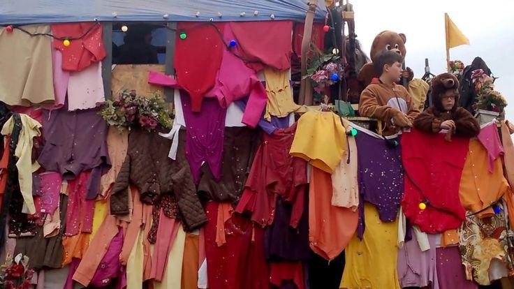 Carnaval de Granville 2017: quatre jours sous le signe d'une pluie de confettis Le jour était «soleilleux» pour la grande cavalcade du carnaval de Granville. Il s'est déroulé duvendredi 24 au mardi 28 février 2017 dans la Monaco du Nord. Dans un charivari bon enfant, plus d'une trentaine de chars ont défilé dans les rues de la ville portuaire et balnéaire.  Pour... https://www.unidivers.fr/carnaval-de-granville-defile/ https://www.unidivers.fr/wp-
