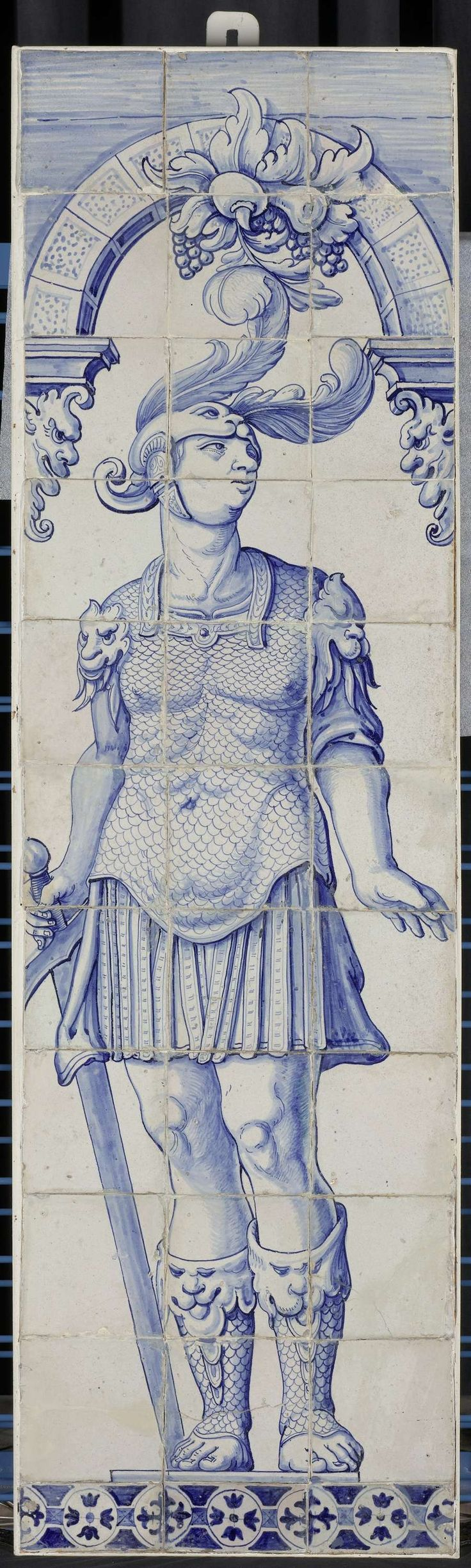 Anonymous | Schoorsteenpilaster van 33 tegels, Anonymous, 1615 - 1640 | Schoorsteenpilaster van 33 tegels (11 x 3) met een blauw geschilderde Romeinse soldaat met helm, zijn hoofd naar links gewend en een zwaard in zijn rechterhand, staande onder een boog.