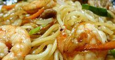 たっくさん野菜を入れて ごま油とオイスターソースの旨みがたまらな~い上海やきそば♪冷蔵庫にストックした野菜なんでも消費♪