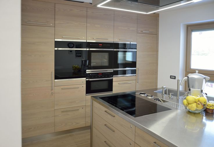A wall or a kitchen? An environment perfectly aligned, with tasteful and modern style.