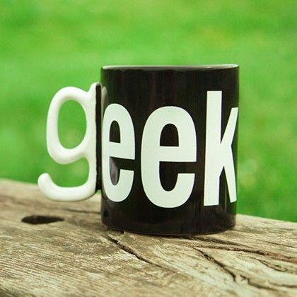 """Mug original avec anse en relief en forme du """"g"""" de geek sur Cadeaux et Anniversaire"""