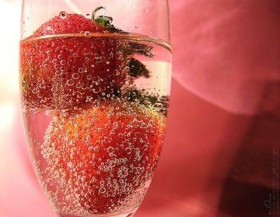 13 New Years Drink/Cocktail Ideas Strawberry Champagne Punch