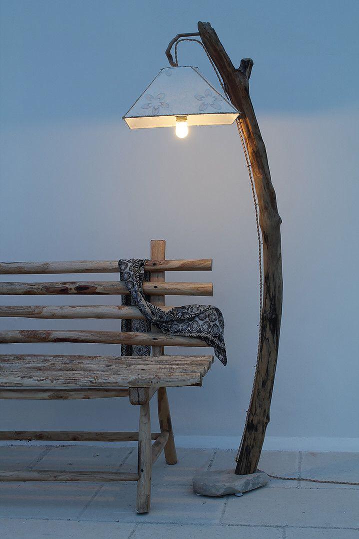 """""""Romantica"""": lampada da terra in legno di mare con base in pietra leccese sagomata a scalpello. Paralume rivestito di carta di gelso e passamaneria in rafia naturale intrecciata."""