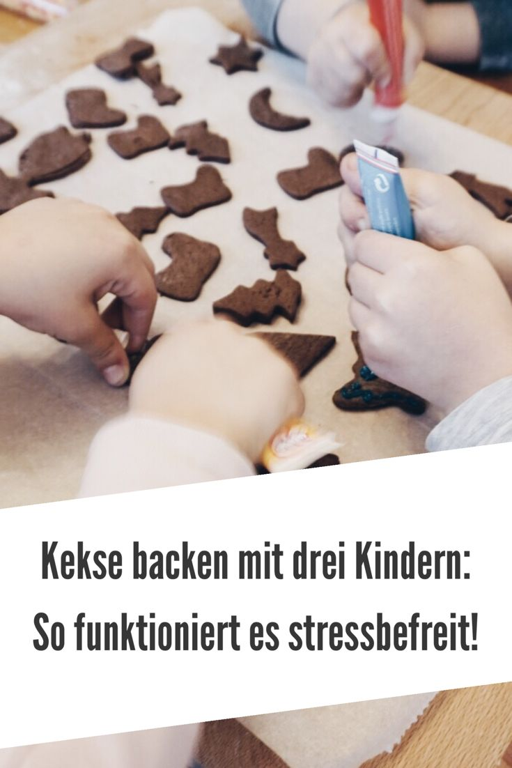 Kekse backen mit drei Kindern, so funktioniert es stressbefreit und ruhig. Tipps für die unkomplizierte Weihnachtsbäckerei. MamaWahnsinnHochDrei