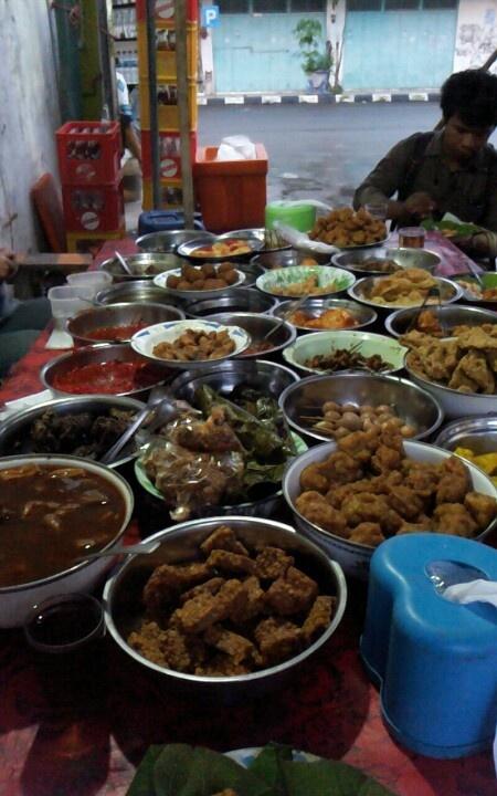 Nasi jamblang depan Hotel Subur, Cirebon