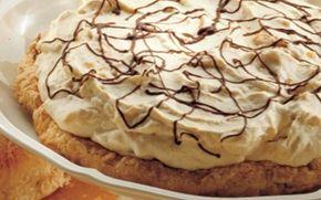 Mandelbund med abrikoscreme Savner du inspiration til en lækker dessert? Så prøv denne dejlige mandelbund med abrikoscreme. Cremen har en god frugtig smag af frugt og vanilje - en dejlig dessert.