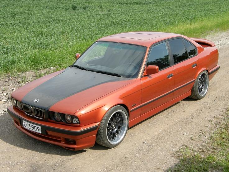 Marko Tuvialan mukaan tämä BMW E34 535i -88 oli hänen ensimmäinen koko auton ylimaalaus ja se on maalattu kuulemma omassa tallissa.