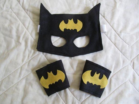 Kit do Batman em feltro.  Máscara com elástico e bracelete com velcro..  Serve em crianças de 3 a 10 anos.  Quantidade mínima 10 unidades  Pode ser feito com a capa também. R$ 12,00