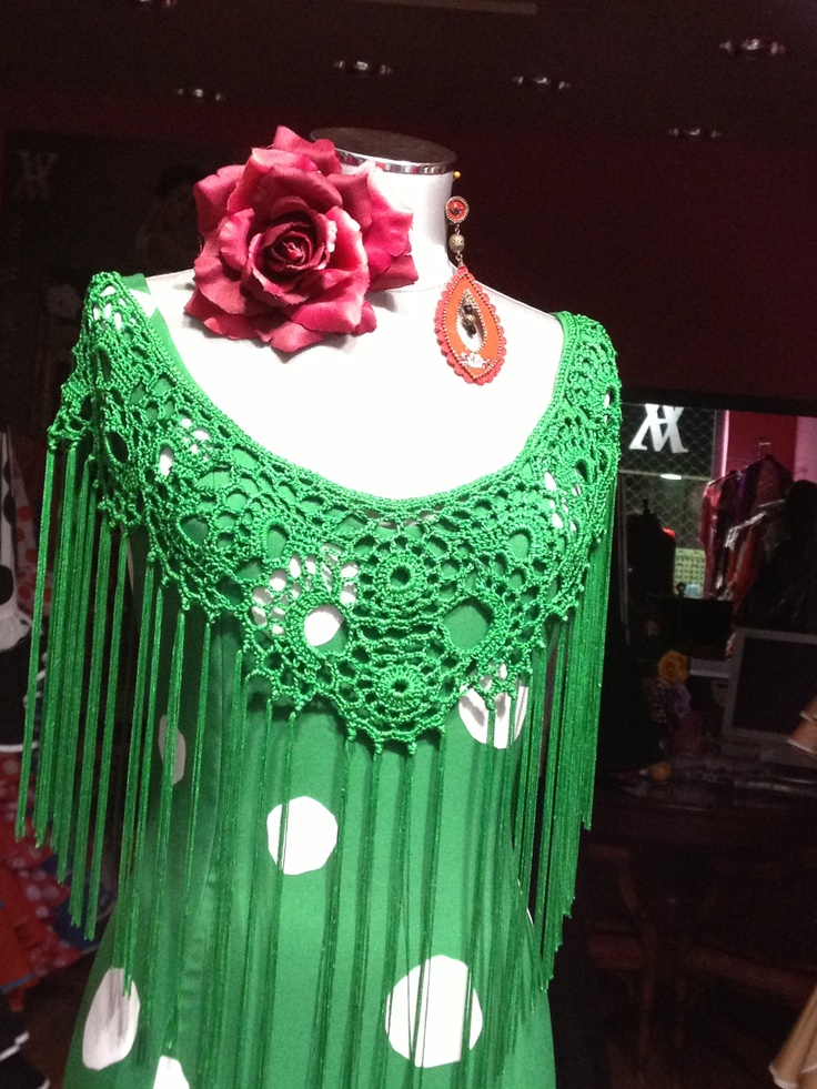 Flamenco shawl (mantoncillo) made of crochet with flowers in green color