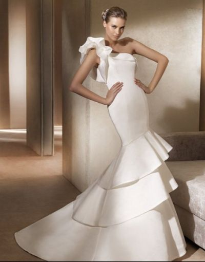 Elegant Satin One Shoulder Ruffle Fishtail Wedding Dress