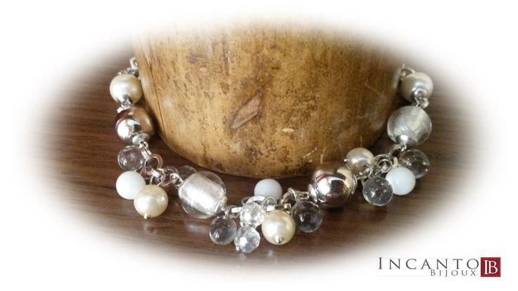 Bracciale in perle di vetro e metallo argentato. Solo 13 euro. Se interessato scrivimi o manda un sms al 333 32 36 266 (anche whatsapp).