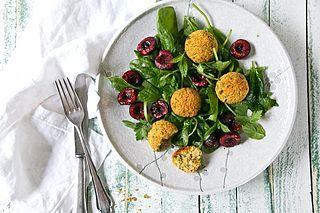 Foodlovin' Latest Articles | Bloglovin' Pistazienfalafel mit gerösteten Mohn-Kirschen