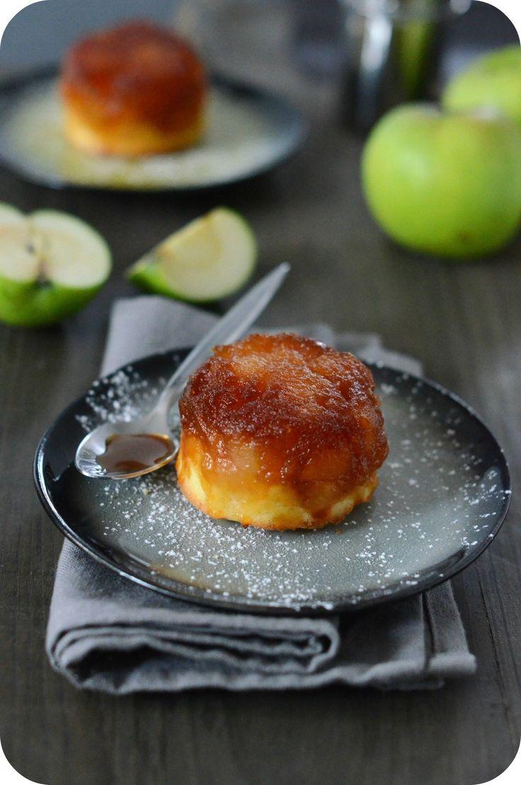 Aujourd'hui, je vous propose un dessert super sympa, simple et chic ! Il suffit d'avoir quelques pommes, les faire rôtir en les caramélisant légèrement. On préparer ensuite une pâte à cake et hop on fusionne les deux pour récolter ce délicieux dessert...