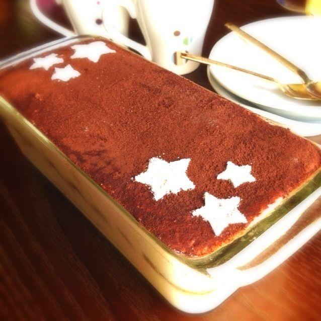 娘と一緒に作りました꒰ ૢ❛ั◡❛ั ॢ✩꒱ 昨日UPしたフィンガービスケットを使ってるけど、見えないね^^; - 21件のもぐもぐ - ティラミス〜旦那誕生日ケーキ〜 by chitochito99