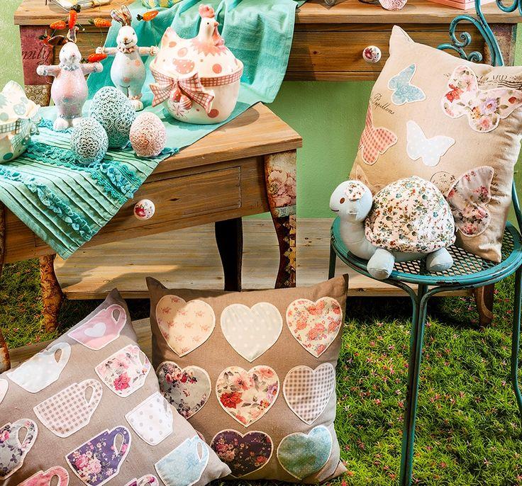 La Retro Boutique avem perne decorative cu imprimeuri vesele, fanteziste si texturi din cele mai fine. www.retroboutique.ro/perne-decorative