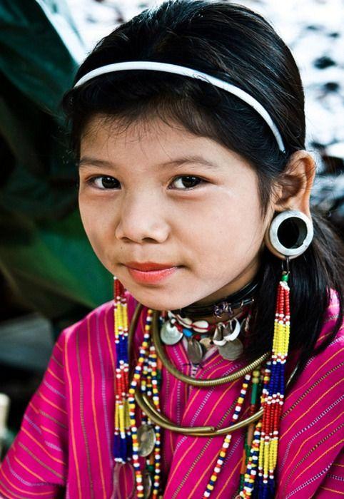 Desert-Dreamer:  Karen Tribe, Thailand and Burma  (via around-our-world)
