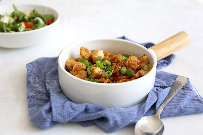 Op zoek naar een lekker en simpel recept? Wat dacht je van ketjap kip. Heel erg simepl en zo lekker! Serveer met bijvoorbeeld nasi.