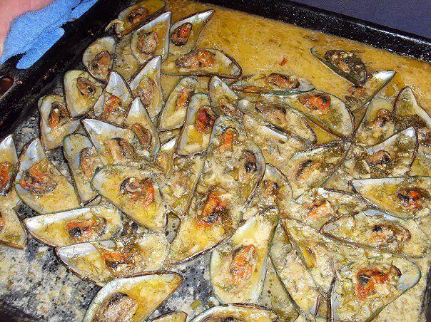 Мидии в сливочном соусе с базиликом