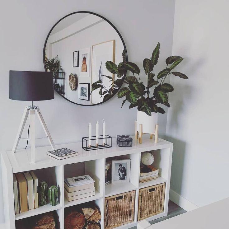 Round mirror living room decor modern home decor indoor plants decor #Modernliv