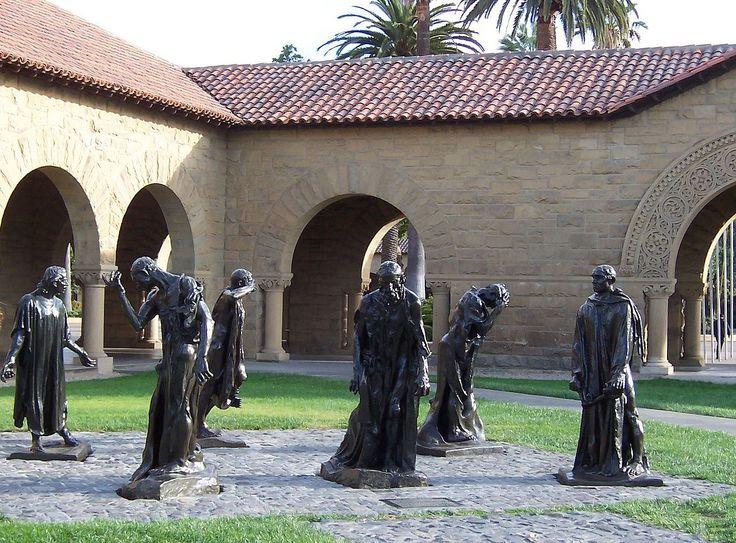 A Stanford, Californie : Les 6 personnages séparés de Les Bourgeois de Calais, dans la cour intérieure principale de l'Université de Stanford.