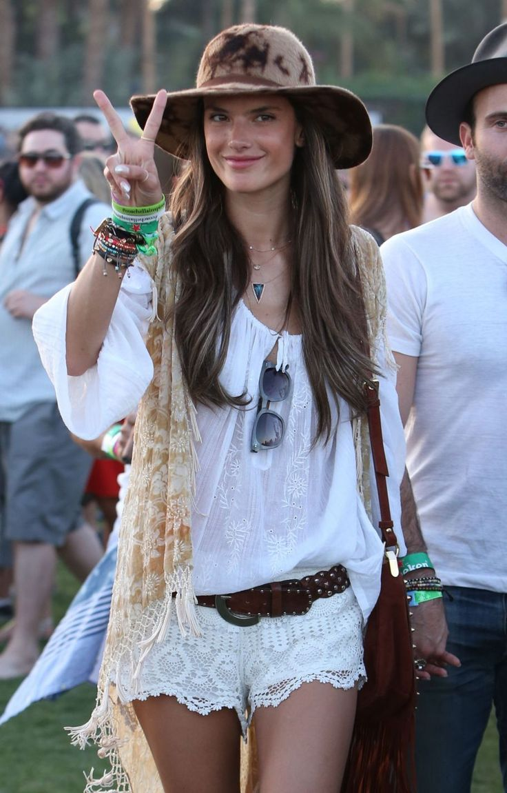 Get the #coachella look of Brazilian model Alessandra Ambrosio