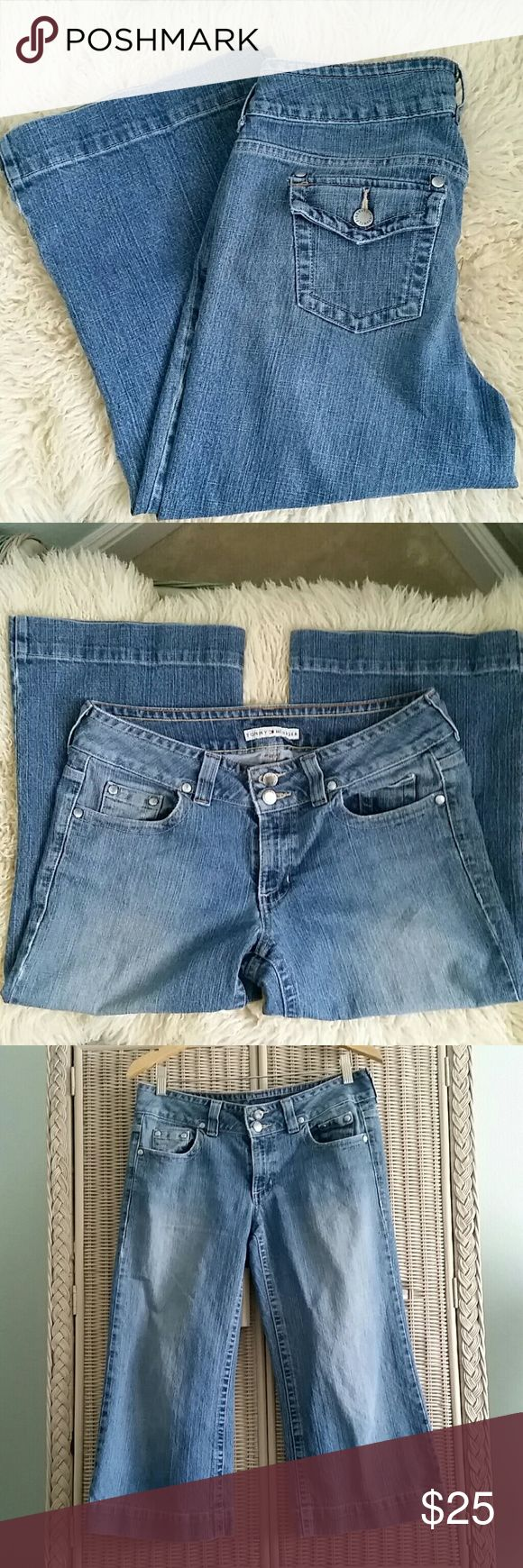 Tommy Hilfiger women's cropped jeans Gently worn women's cropped jeans with a cute wide flared leg that comes mid-calf and sits below the waist. Measures 34 1/2  around the waist.  Super relaxed fit and oh so comfortable to wear. Tommy Hilfiger Jeans Ankle & Cropped