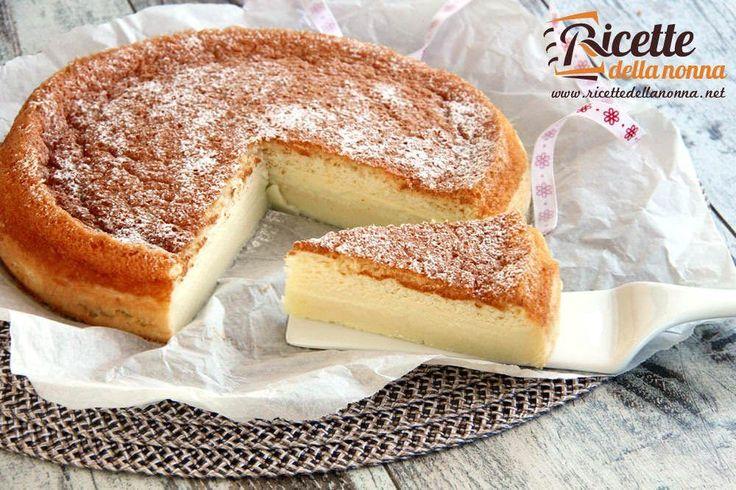 La torta magica è nel vero senso della parola magica. Un unico impasto che genera tre consistenze diverse: pan di Spagna, crema e budino.
