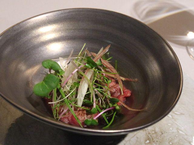 神戸牛炉釜炭焼ステーキ IDEA - 低温調理のサツキマスに筍、桜の塩漬けを添えて
