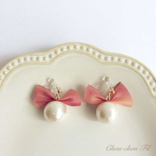 silk ribbon&cotton pearl earring(マンゴーアイス) by chouchoufil アクセサリー イヤリング