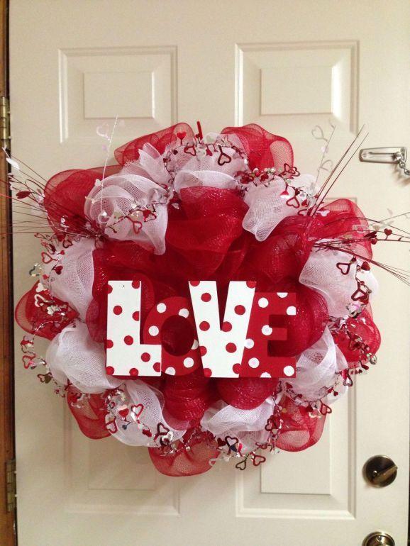 20 Beautiful Valentines Day Wreath Decor Ideas Trenduhome Diy Valentines Decorations Diy Valentines Day Wreath Valentine Mesh Wreaths