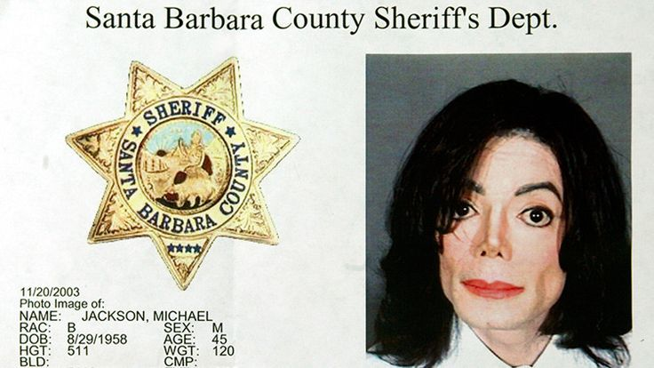 """Tenía imágenes repugnantes y francamente impactantes de tortura de niños, adultos y niños desnudos y de sadomasoquismo"""" apunta un investigador del caso.</p> <p>Informes policiales han revelado que en un registro del rancho 'Neverland' de Michael Jackson en California (EE.UU) que se llevó a cabo en noviembre de 2003 fue hallada una importante colección de ma..."""