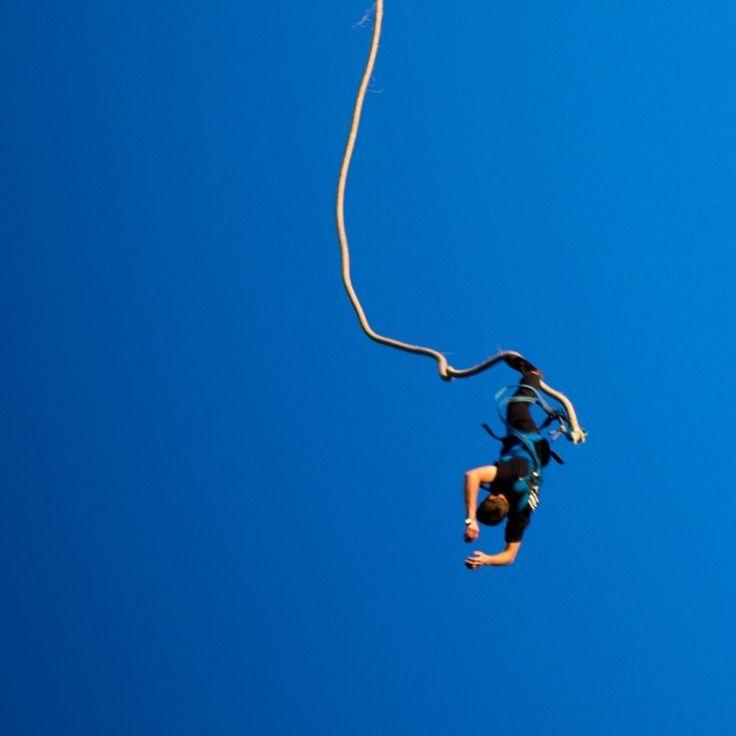 Benjihyppy on huikean suosittu lahja esimerkiksi polttareitaan viettävälle tai syntymäpäiviään juhlivalle. Se on varmasti jännittävä elämys kelle tahansa, ja henki salpautuu varmasti jännityksestä, kun hyppääjä seisoo benji-tornissa uskaliaaseen loikkaan valmistautumassa. Mikkelin Xon-puiston benji on kuitenkin täysin turvallinen ja nautittava suoritus, benji-henkilökunta on asiantuntevaa ja asiakkaan turvallisuudesta huolehtivaa ja suoritus itsessään miellyttävä ja ikimuistoinen. Tilaa nyt…