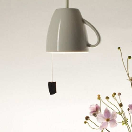 lampada costruita con una tazza