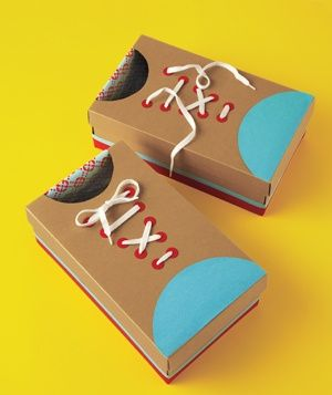 Love this learning craft for kids. Use old shoe boxes to make this inexpensive kids' craft. Learn to tie shoes!