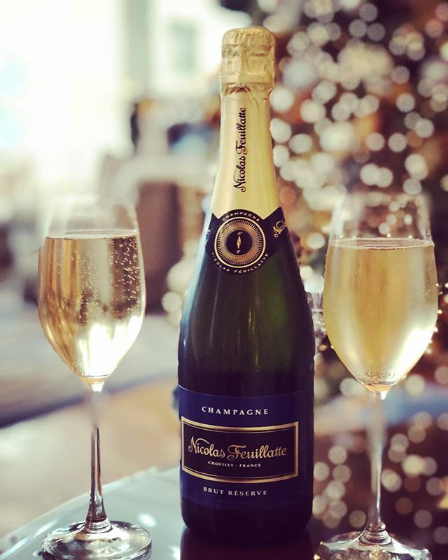 Ring in 2018 in true Peninsula style-enjoy a lavish New Year's Eve prix-fixe dinner at The Belvedere or The Living Room! Plus, dance the night away at the 7:30pm and 8:00pm seatings featuring our live band! #PeninsulaBH🥂🎉🍾