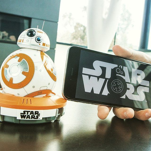 Sphero BB-8 – Gagnez le robot inspiré du prochain Star Wars  http://leblogdestendances.fr/fun/sphero-bb-8-robot-star-wars-17716#Sphero #StarWars #tendance