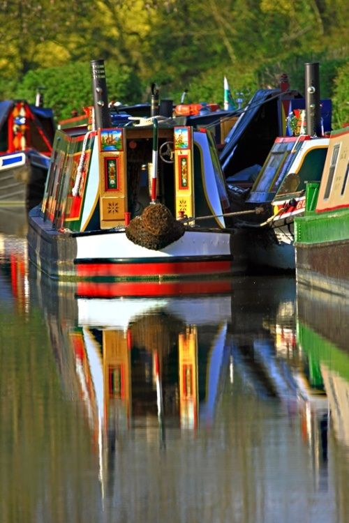 Narrow boats on the Oxford Canal, Oxfordshire, UK