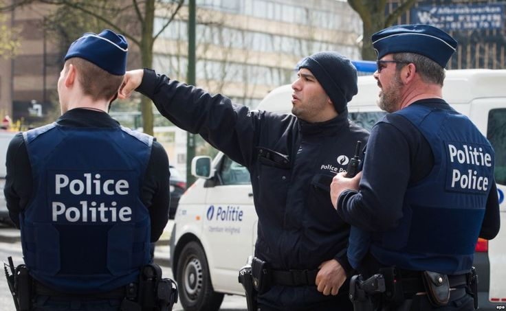 В Брюсселе вооруженный ножом мужчина напал на двух полицейских - ГОЛОС АМЕРИКИ