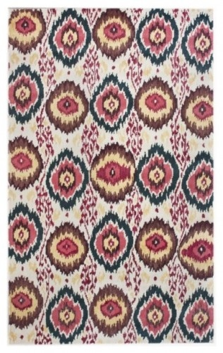 this rug seems to have colors of navy & rasberry im looking for possibly