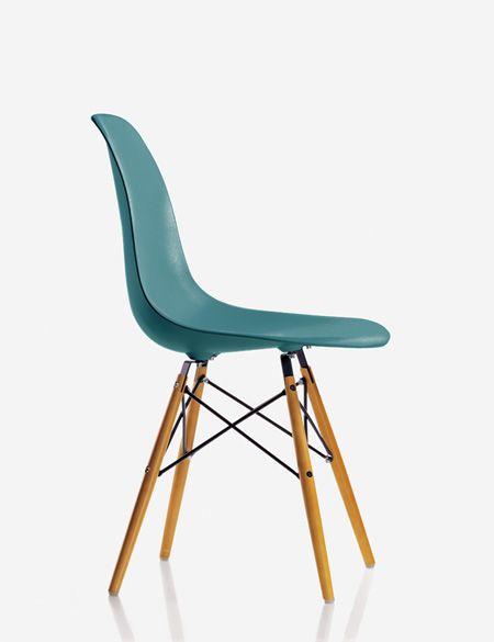 Chaises Eames, made in Vitra, de nouvelles couleurs sont disponibles pour les coques des modèles RAR, DAR, DSW ou DSR… Notamment un beau crème, un bleu canard-pétrole, un mauve grisé, etc…