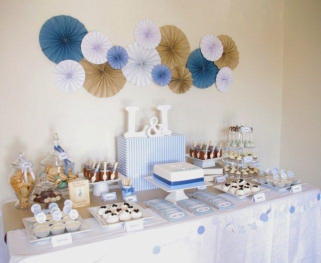 Decoración para mesa de regalos o de postres en blanco, dorado y azul marino. #Bautizo #Niño