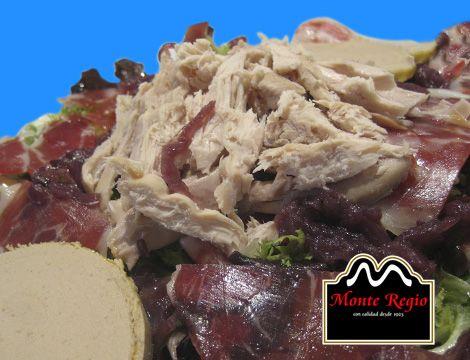Ensalada de ventresca, foie y jamón ibérico #MonteRegio ¡un imprescindible este verano!