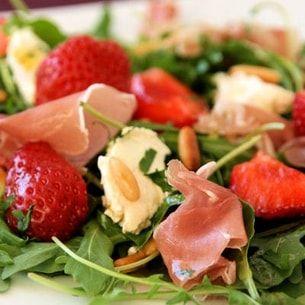 Salade de roquette aux fraises, vinaigrette au miel
